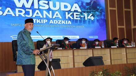 Gubernur Mahyeldi Hadiri Wisuda Sarjana ke-14 STKIP Adzkia Padang