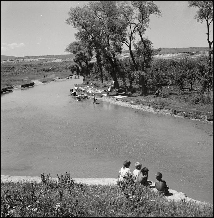 Речка возле крымскотатарского поселка, 1943 год