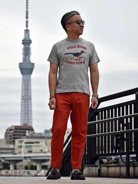 Tシャツと革靴のメンズ コーディネート