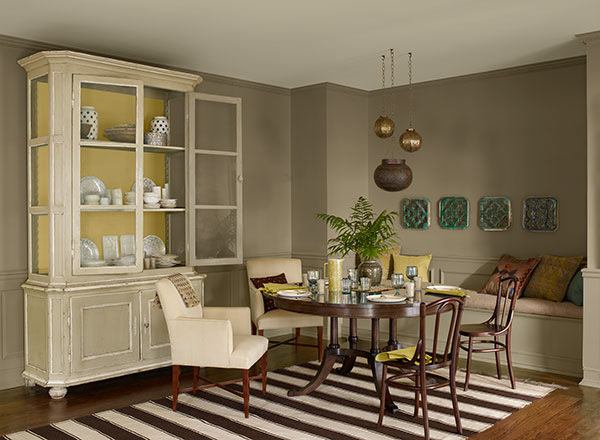 dining room with walls painted in Benjamin Moore Kingsport Gray