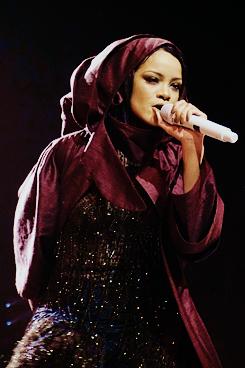 Rihanna 's ANTI World Tour badgal riri fashion style tumblr street work drake