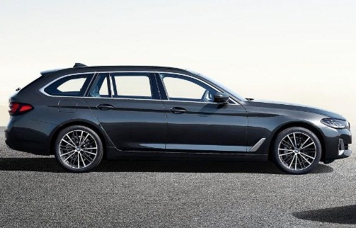 bmw-5-series-touring-2020-side-exterior