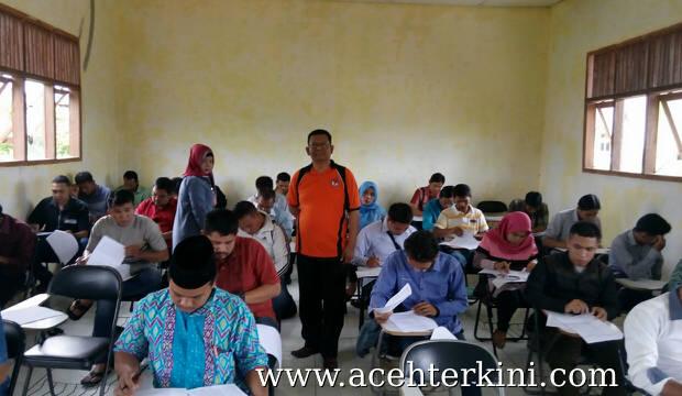 Calon Anggota Panwaslihcam Aceh Singkil Ikut Tes Tertulis