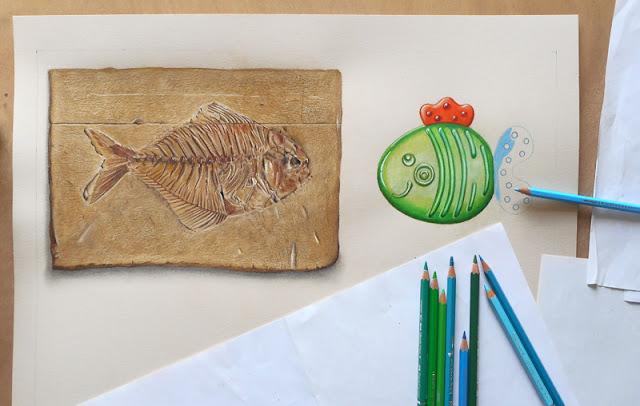 Dessin d'un fossile de poisson faisant face à un jouet d'enfant, poisson en plastique bleu et vert