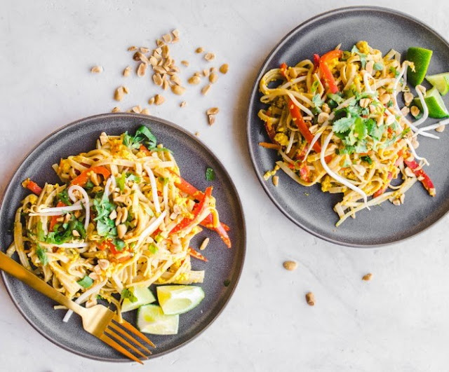 Rainbow Vegetarian Pad Thai with Peanuts and Basil #vegan #dinner