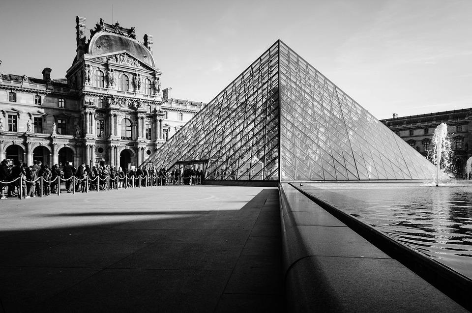 La pyramide du Louvre, oeuvre de Ieoh Ming Pei
