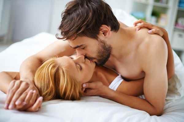 KISS DAY क्या है, पढ़ें किस के हेल्थ बेनिफिट