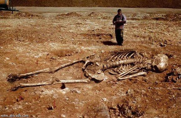 الكشف عن كنز في احد الكهوف الفرعونية يحتوي على توابيت لملوك عمالقة