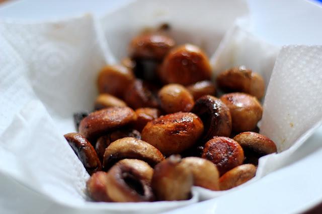 rezept f r rinderzunge klassisch in madeirasauce sautierte champignons kartoffeln sous vide. Black Bedroom Furniture Sets. Home Design Ideas