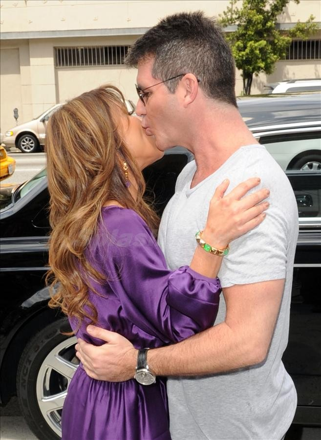 is paula abdul and simon cowell dating