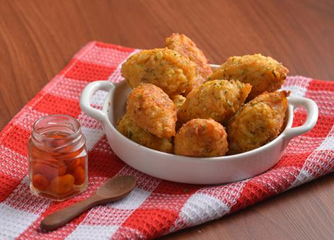 Bolinho de Arroz com Curry e Salsa