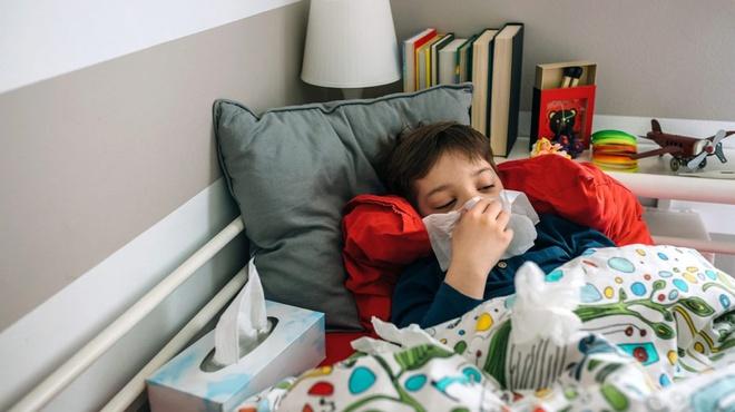 Mùa cúm sắp tới ở Mỹ sẽ như 'súng hai nòng' vì Covid-19
