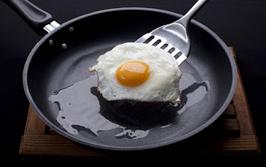 ΠΡΟΣΟΧΗ: Θανατηφόρα τα αντικολλητικά τηγάνια: 200 επιστήμονες προειδοποιούν και εκπέμπουν SOS