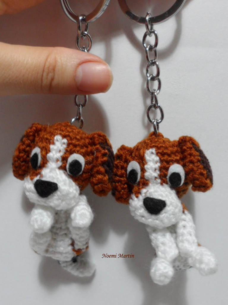 http://agujalanaytijeras.blogspot.com.es/2014/12/perro-beagle-personalizado-llavero.html