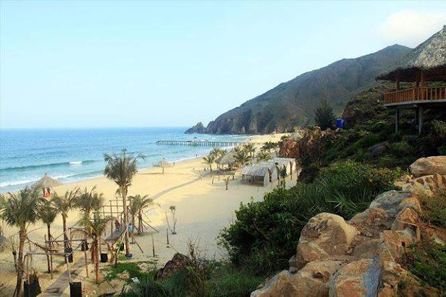 Khám phá hai bãi biển đẹp nhất miền Trung