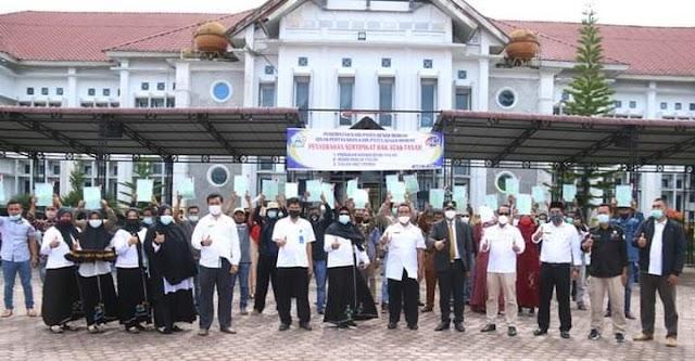 Plt. Bupati Dailami Serahkan 1.950 Sertifikat Tanah Program PTSL Kepada Masyarakat Kabupaten Bener Meriah