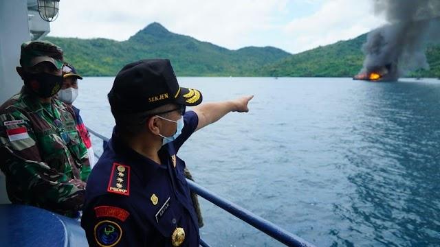 KKP dan Kejaksaan Tenggelamkan 10 Kapal Ilegal di Laut Natuna Utara