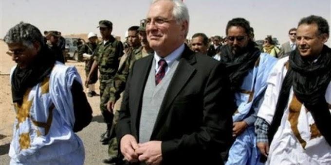 El ex enviado especial de la ONU para el Sáhara Occidental, Christopher Ross, realiza una visita a los campamentos de refugiados saharauis.
