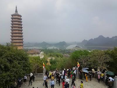 バイディン寺(Bai Dinh Pagoda)の仏塔