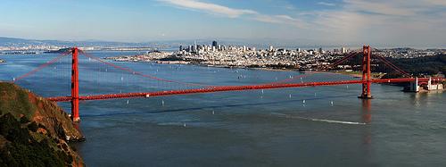 Espectacular vista de la bahía con el famoso Golde Gate Bridge y la ciudad de San Francisco al fondo