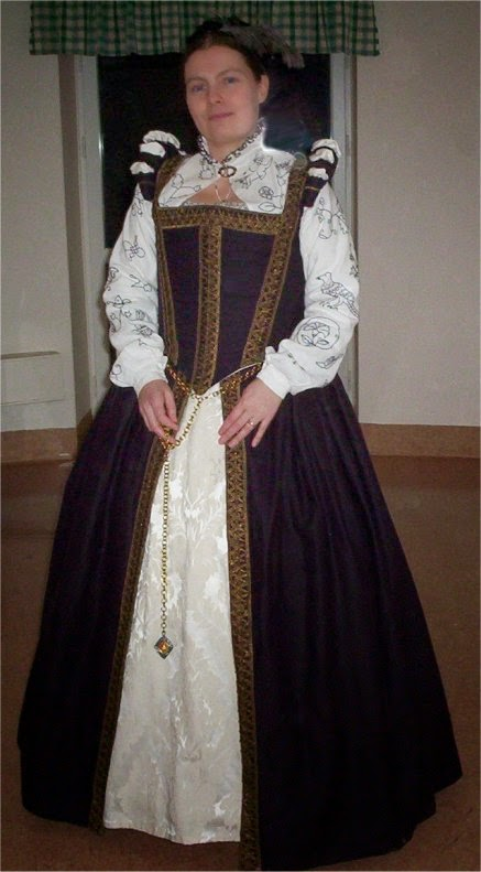 Made in 2001  sc 1 st  Evau0027s historical costuming blog & Evau0027s historical costuming blog: A plum coloured Elizabethan gown