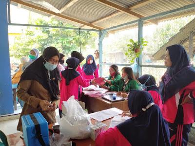KKN-BK Universitas Malikussaleh Kelompok 309 Membantu melaksanakan posyandu bersama Ibu-Ibu PKK di Desa Sei Tualang