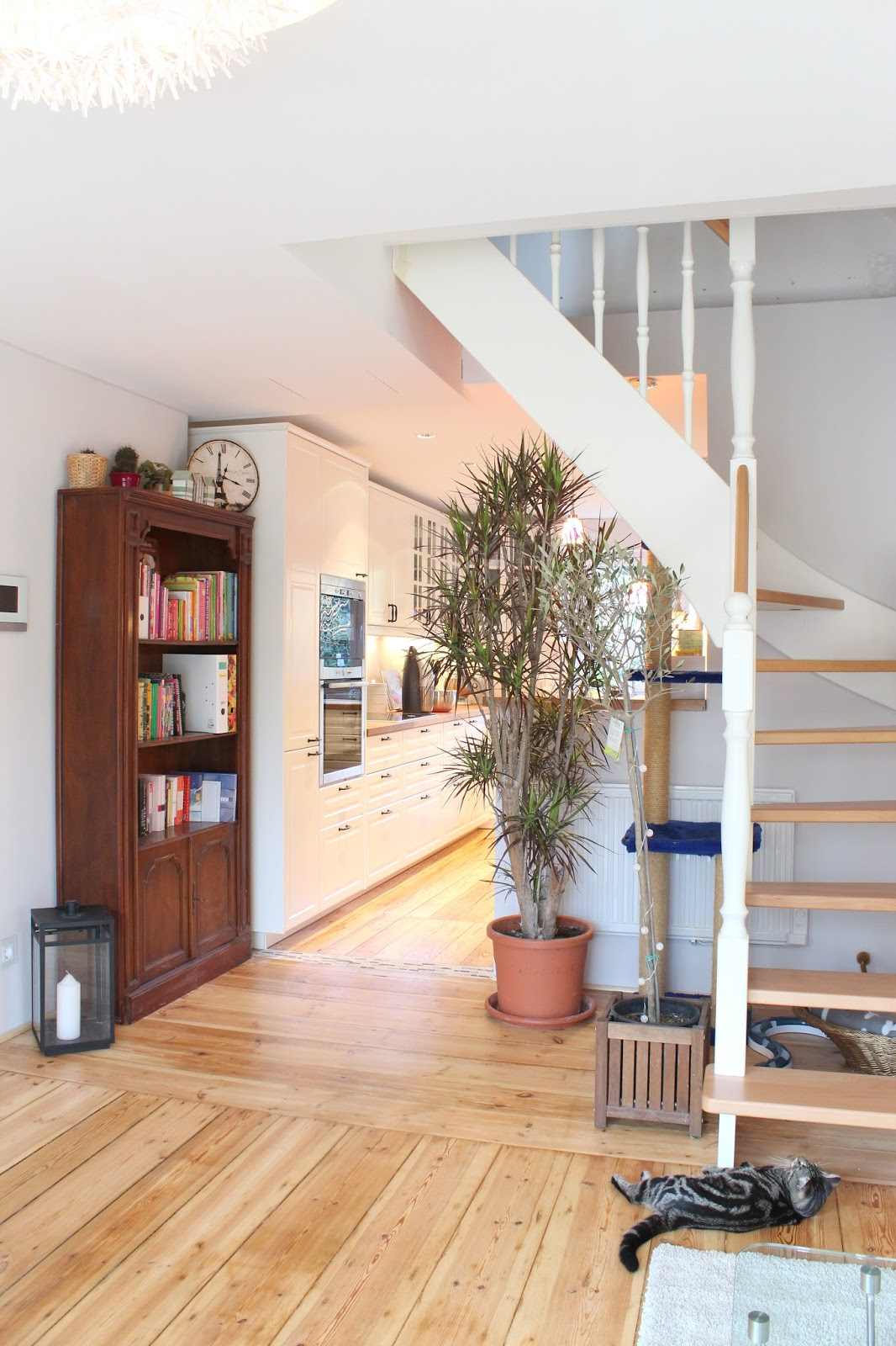 küche und wohnzimmer oben