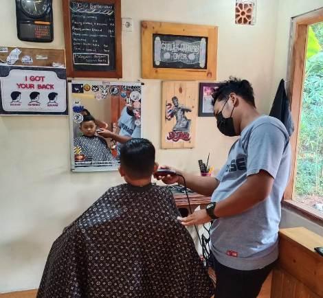 tukang potong rambut salatiga