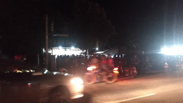 மட்டக்களப்பில் மதுபானசாலைகளுக்கு படையெடுத்த குடிமக்கள்