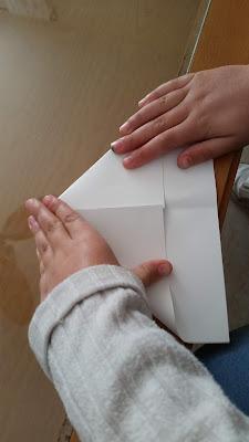 Paso 2 barquito de papel