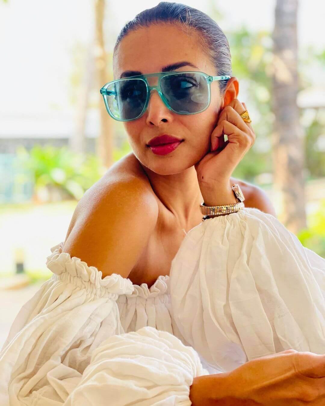 Actors Gossips: Malaika Arora shares sizzling photo flaunting bikini body, captions it beach bum