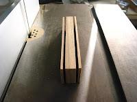 三つの木片に切る