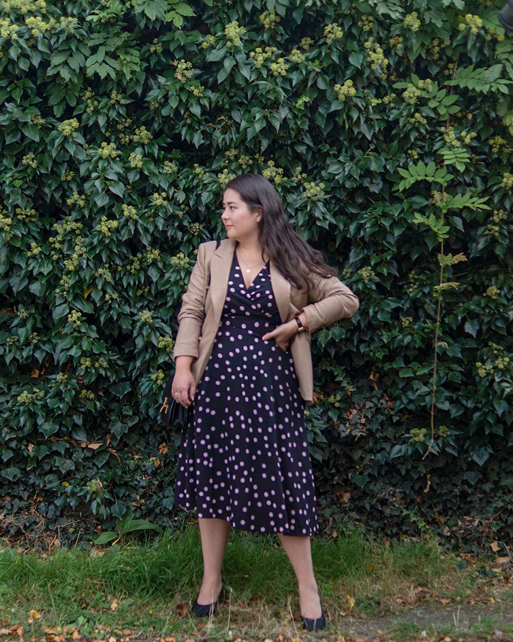 Midsize-classic-style-dress-blazer-chic