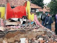 Akibat Diterjang Angin, Rumah Guru di Purwakarta Ambruk