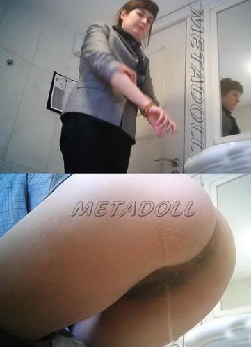 WC 2469-2473 (Toilet voyeur video of girls pissing in restaurant)