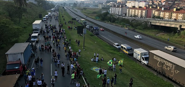Greve dos caminhoneiros faz economia desacelerar no 2º trimestre, projetam analistas