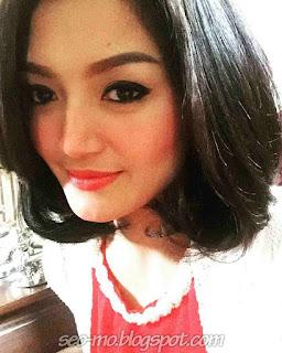 Foto Cantik Siti Badriah Selfie Photo