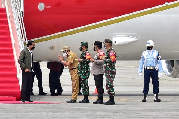 Tiba di Bandara Kualanamu,  Presiden Jokowi Disambut Gubernur Edy Rahmayadi