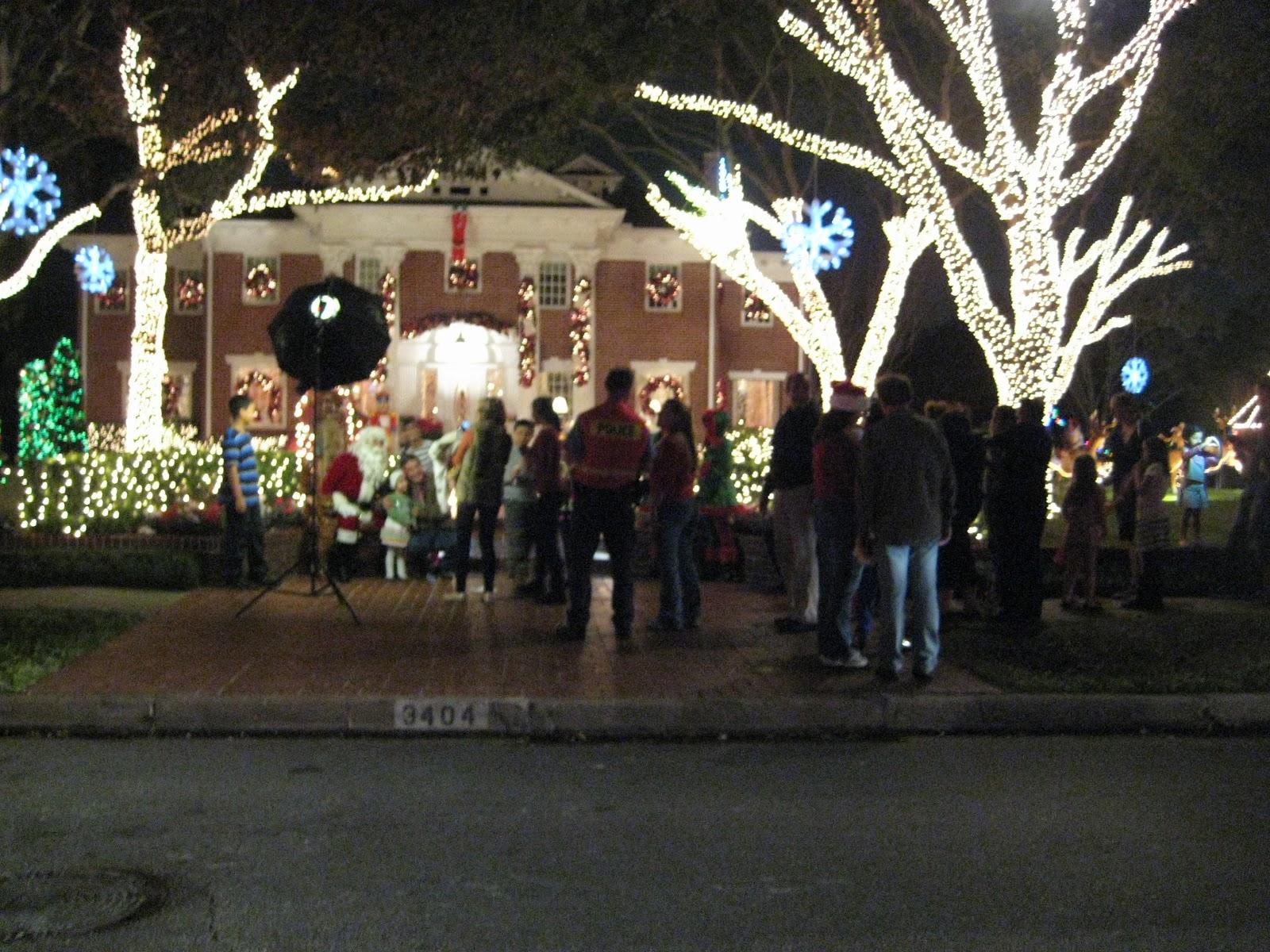 Texquiem River Oaks Christmas Lights There Goes the Neighborhood