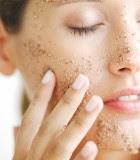 Purificare ed esfoliare la tua pelle sono due gesti di vitale importanza