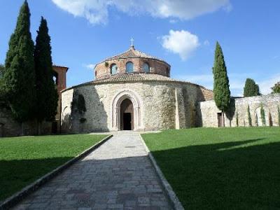 """La chiesa denonimata """"tempio"""" di san Michele Arcangelo,a Perugia. La conosci ? Ci sei mai stato / a ?"""