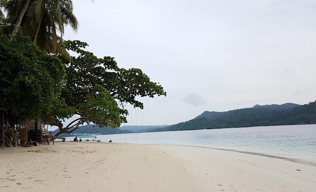 Sunyi pulaunya, teduh perairannya, Friwen Distrik Waigeo Selatan ©jelajahsuwanto