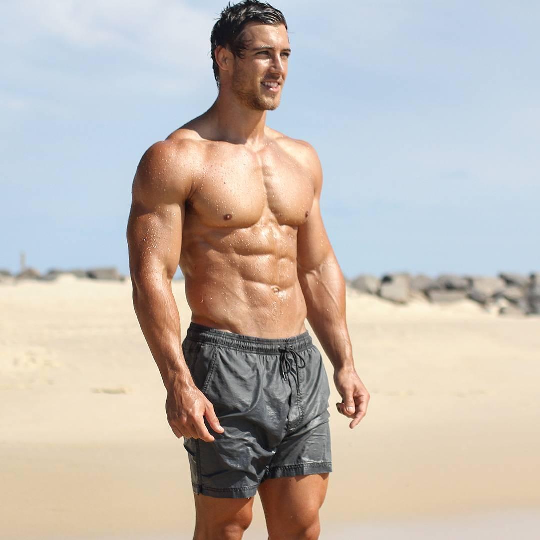 hot-shirtless-muscular-guys-kayne-lawton-wet-body