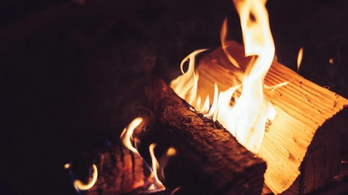 Összevesztek, majd a tűzbe vágta az élettársa pénztárcát