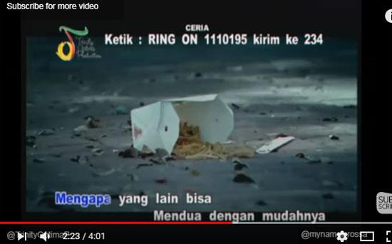 """Dalam video musik Rossa """"Atas Nama Cinta""""  ada scene Rossa menjatuhkan makanannya dalam wadah berbentuk kotak karton putih diposting oleh Trinity Optima Production pada bulan September 2011.  Gambar dari Internet"""