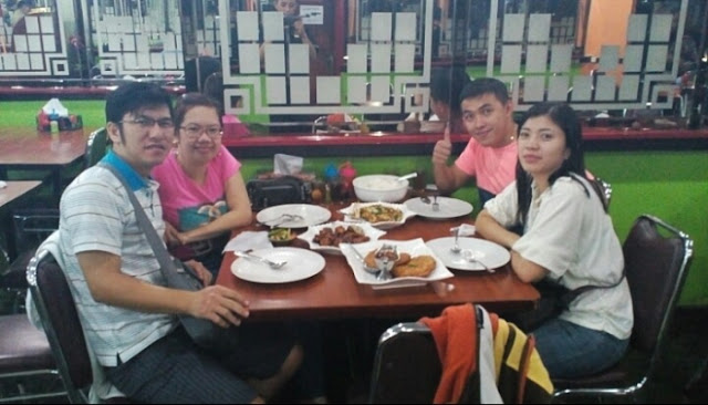 makan di restoran 499