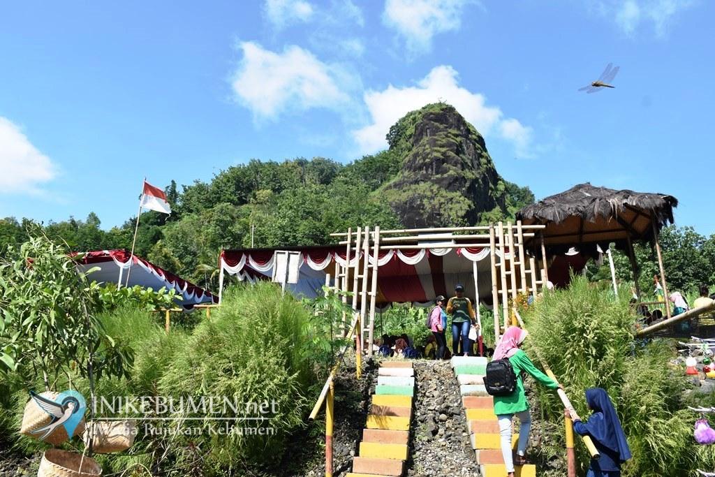 Masih Didiami Ratusan Kera, Gunung Rayang jadi Ikon Desa Sendangdalem Padureso