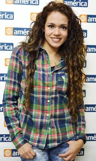 Foto de Mayra Goñi posando para fans
