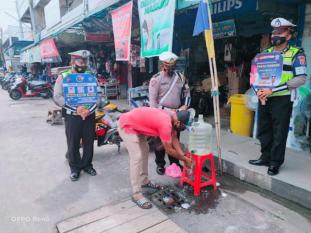 Sat Lantas Polres Kotim, Tetap Semangat Berikan Himbauan Prokes Cegah Covid - 19
