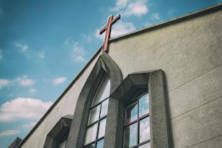 Clădirea unei biserici - imagine de Daniel Tseng, preluată de pe unsplash.com